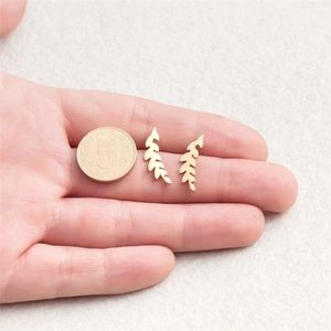 ✨BRAND NEW✨GOLD PLATED FASHION STUD
